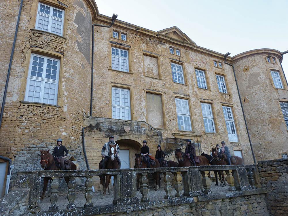 Au pays des Pierres Dorées randonnée à cheval Rhône