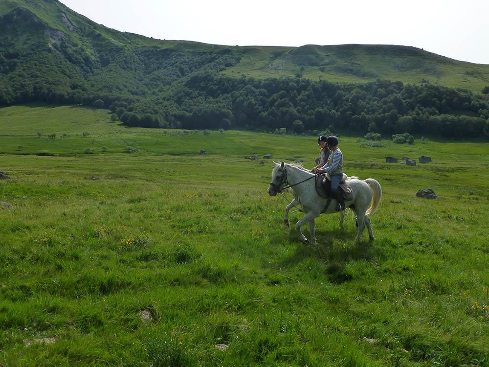 Domes Sancy Montlodiser Ceyssat cheval randonnée