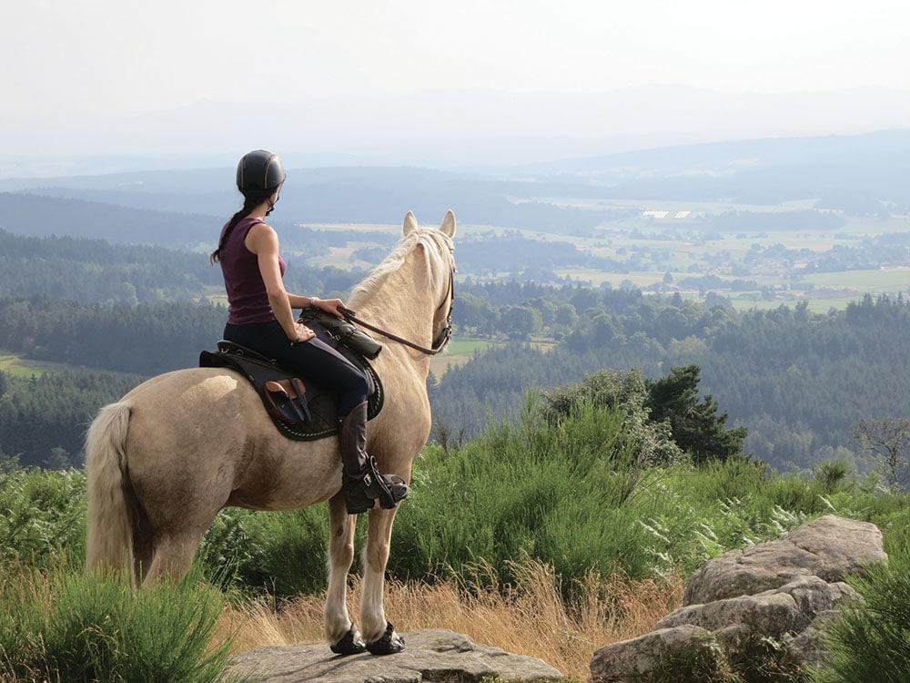 Les Pierres d'Antan Lacote Fournier Salayes balade à cheval