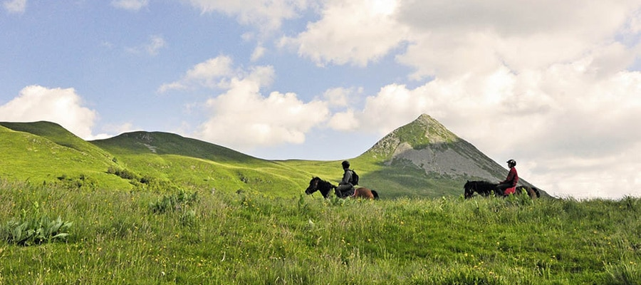 Randonnee cheval Equustur Carlades Cantal