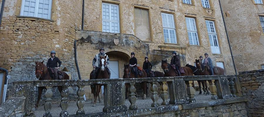 Au Pays des Pierres Dorés randonnee cheval Rhone