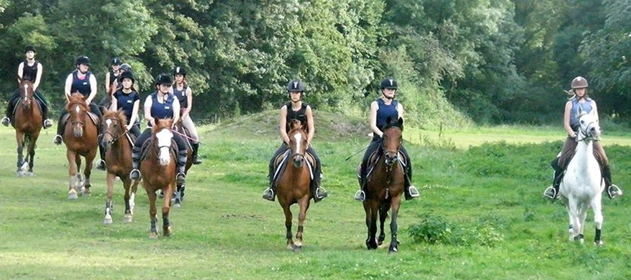 Ferme equestre de Malafretaz randonnee cheval Ain