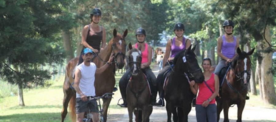 Hotel restaurant Michaillard et cercle hippique Izernore randonnee cheval Ain